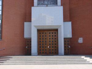 Schody blokowe i portal główny